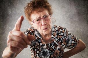 «Du sollst keine Witzchen machen..»: Schwiegermütter werden gerne als belehrende Hexen dargestellt. (iStock)