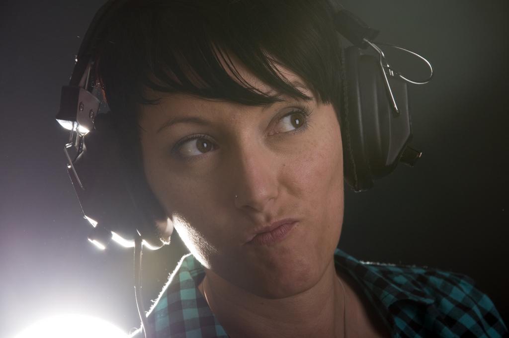 Hilft gegen Kinderlärm: Kopfhörer aufsetzen und «Die Eltern» hören. Foto: Tobias Scheck (Flickr)