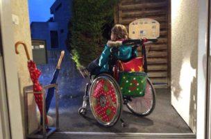 Julia in ihrem Rollstuhl. (Melanie Della Rossa)