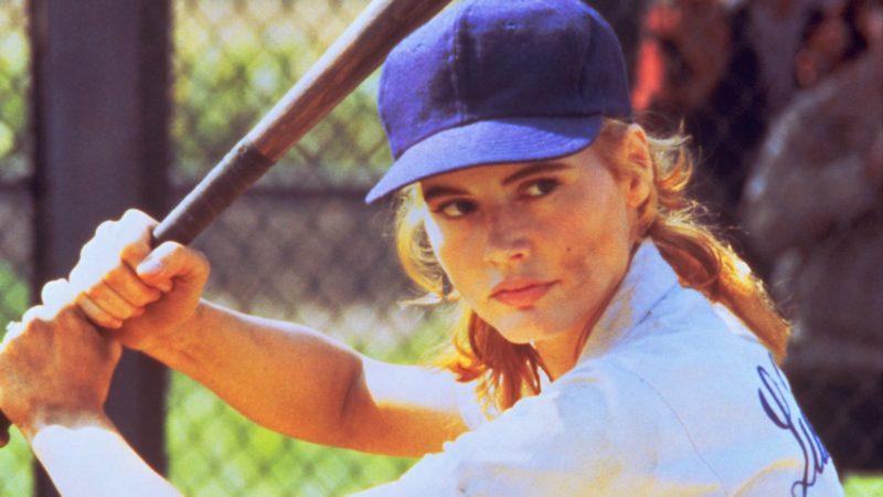 Und nein, im Baseball – das wir bewusst nicht Frauen-Baseball nennen wollen – fliessen auch keine Tränen: Geena Davis in «A League Of Their Own» (1992). Foto: MGM