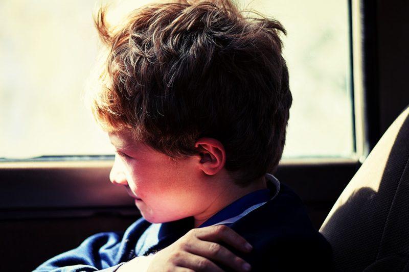 Stille Kinder brauchen Rückzugsmöglichkeiten, um ihre Akkus aufzuladen. Foto: Zac Frith (Pexels)