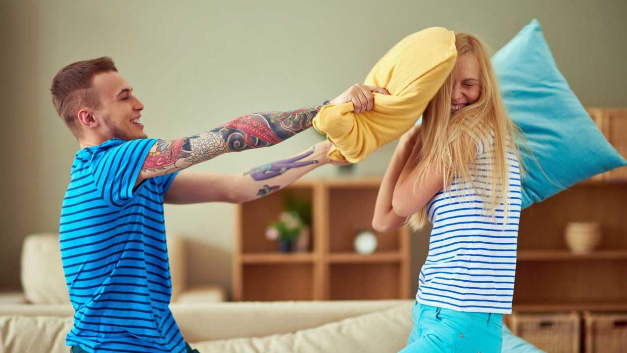 Mädchen reagieren auf großen Schwanz