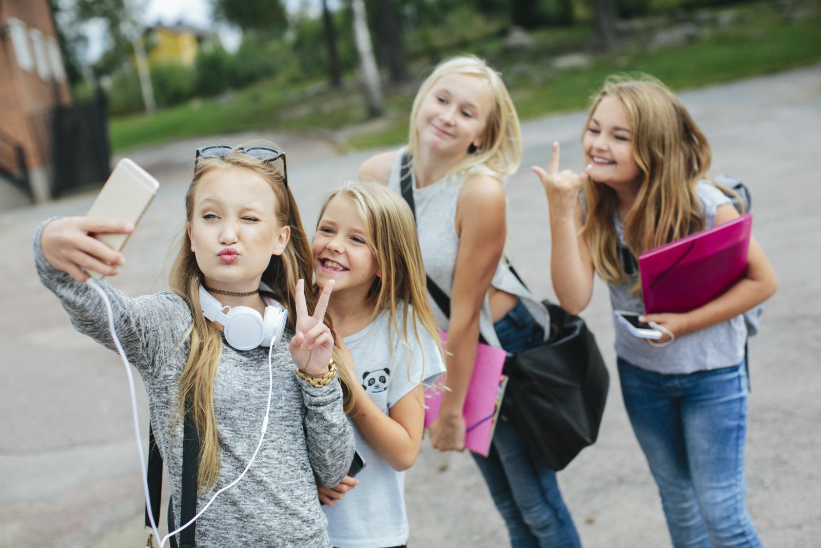 Teens erforschen sich gegenseitig
