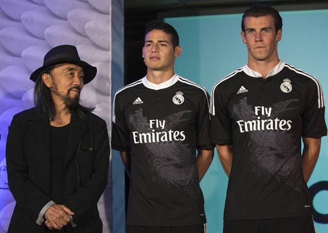 James und Bale mit Drachen: Yohji Yamamoto (l.) designte das dritte Trikot der laufenden Saison für Real Madrid.