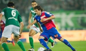 Wo Feldscghlösschen draufsteht: Der FC Basel mit Matias Delgado wirbt auf seinem Tenü für Feldschlösschen.