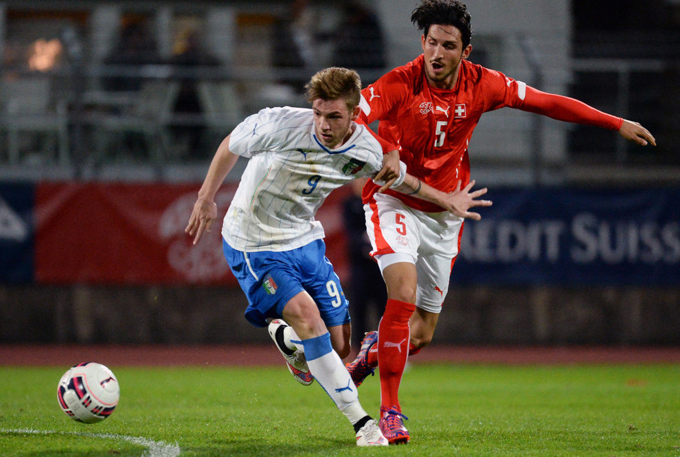 Lorenzo Valerio Rossetti from Italy, left, and Guelen Levent from Switzerland, right, fight for the ball during the under-20 soccer friendly match between Switzerland and Italy, in Lugano, Tuesday, 31 March 2015. (KEYSTONE/Ti-Press/Carlo Reguzzi)..