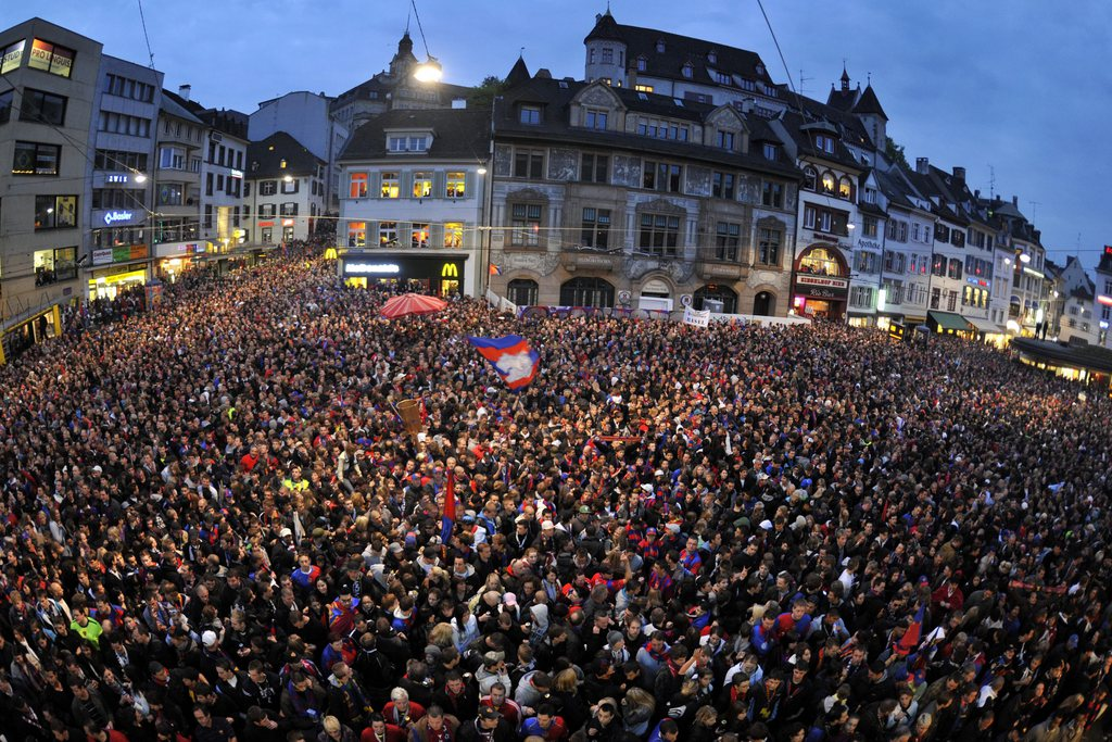 FC Basel's fans gather on the Barfuesserplatz expecting their team for the celebration of the Swiss Super League soccer championship in the city center of Basel, Switzerland, Sunday, May 16, 2010. (KEYSTONE/Georgios Kefalas)