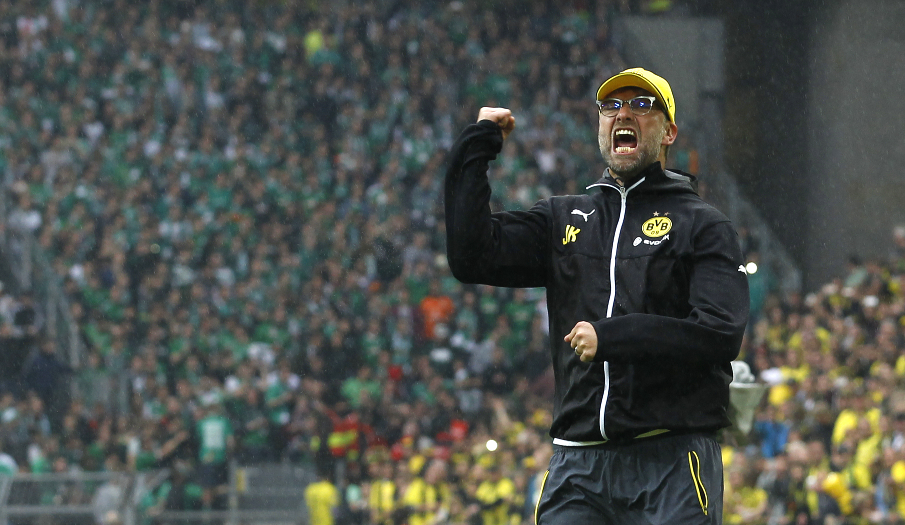 Borussia Dortmund's coach Juergen Klopp celebrates with his supporters after their team's first division Bundesliga soccer match against Werder Bremen in Dortmund, Germany May 23, 2015. Dortmund won the match 3-2. REUTERS/Ina Fassbender. DFL RULES TO LIMIT THE ONLINE USAGE DURING MATCH TIME TO 15 PICTURES PER GAME. IMAGE SEQUENCES TO SIMULATE VIDEO IS NOT ALLOWED AT ANY TIME. FOR FURTHER QUERIES PLEASE CONTACT DFL DIRECTLY AT + 49 69 650050 - RTX1E8P9