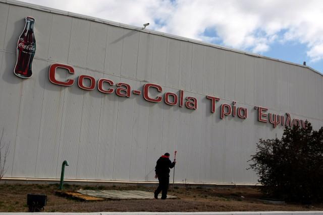 Exodus der griechischen Grossfirmen: Coca Cola Hellenic verlagert den Sitz in die Schweiz. (Keystone/Nikos Arvanitidis)