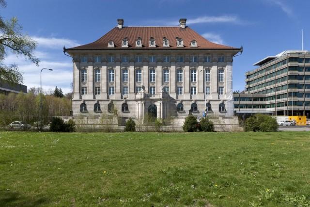 Künftig stehen nicht nur Schweizer Banken unter Druck: Blick auf den Paradeplatz in Zürich. (Bild: Keystone)