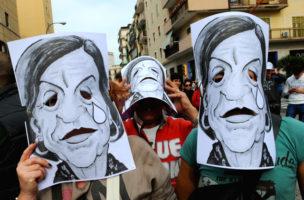 Verlorene Jahre: Demonstranten mit Masken der italienischen Arbeitsministerin Elsa Fornero gegen Massenarbeitslosigkeit in Neapel (November 2012). (AFP/Mario Laporta)