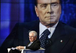 Den Gerüchten zufolge ein Putsch: Nachdem Berlusconi den austritt aus dem Euro vorbereitet haben soll, verhalf die EZB Mario Monti an die Macht. (Reuters/Alessandro Bianchi)