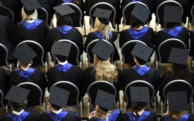 Luxusgut Studenten: Absolventen der HSBA in Hamburg. (Reuters)