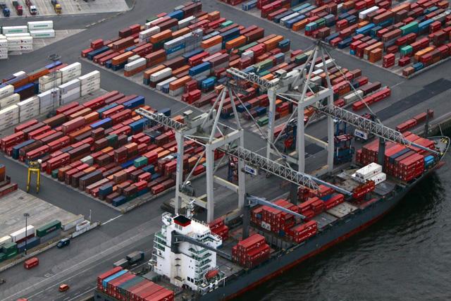 Containerterminal im Hamburger Hafen: Foto: Axel Heimken/dapd