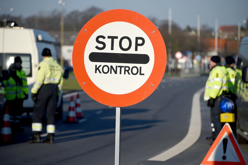 Schleichende Unterminierung des Dublin-Systems: Grenzkontrolle in Dänemark. Foto: Carsten Rehder (AFP)