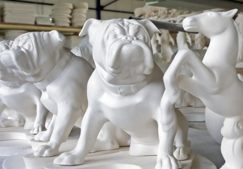 Porzellanfiguren in der weltweit tätigen Reichenbach GmbH in Reichenbach. (Keystone/Jens Meyer)