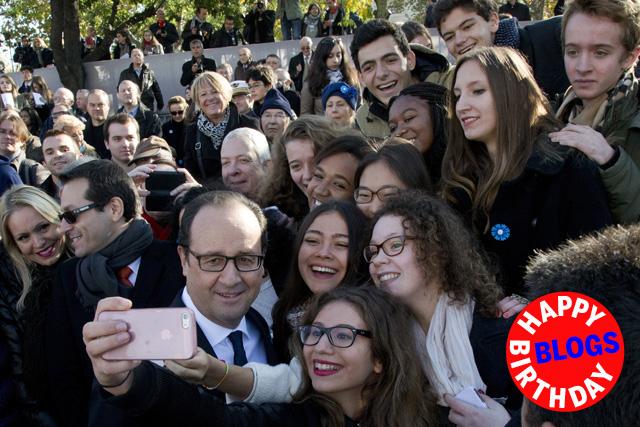Das Ich als Hauptdarsteller: Frankreichs Präsident François Hollande posiert an Feierlichkeiten zum Jahrestag des Weltkriegsendes für ein Selfie (11. November 2014). Foto: Reuters