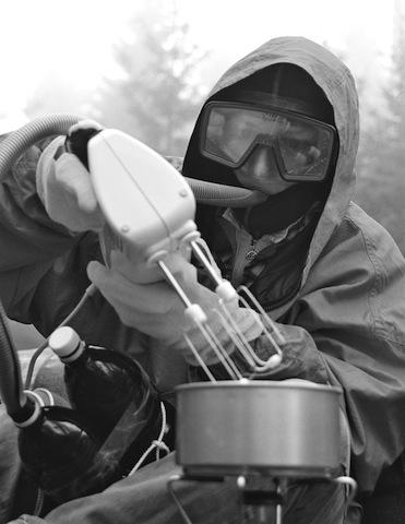 Wegen Sauerstoffübersättigung versagen auf dieser bahnbrechenden Expedition selbst die einfachsten Küchengeräte den Dienst. (Foto: Th. M. Hürzeler)