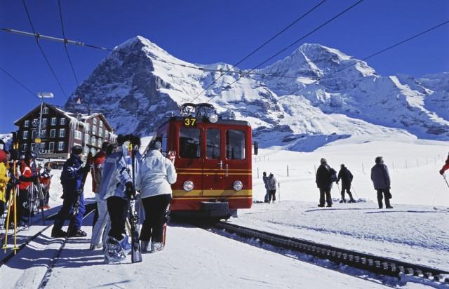reisen tourismus alpen berner alpen berg gebirge schneeberg winter schnee kleine. Black Bedroom Furniture Sets. Home Design Ideas