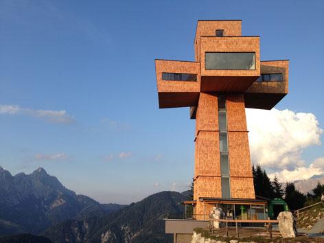 Bergbahnen Pillersee: Himmlische Aussichten vom größten Jakobskreuz der Alpen. (seilbahn.net)