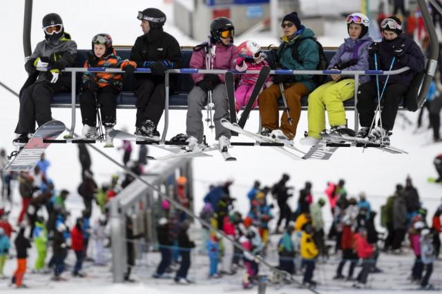 Das französisch-schweizerische Skigebiet Les Portes du Soleil gehört mit 200 Bahnen zu den grössten der Welt: Sessellift in Champéry VS. Foto: Laurent Gilliéron (Keystone)