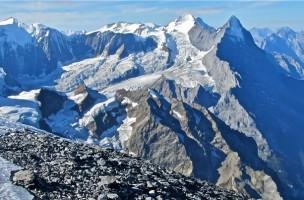 Aussicht vom Wetterhorn im Berner Oberland auf Jungfrau, Mönch und Eiger.
