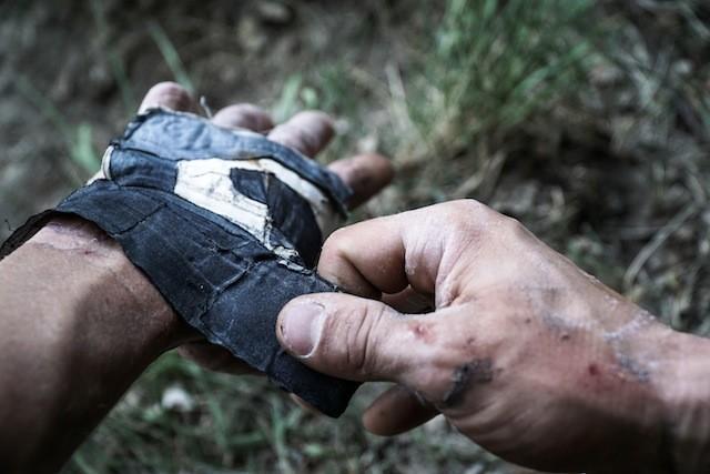 Selbergemacht: Tape-Handschuhe zum Schutz der Hände. (Foto: Nicolas Hojac)