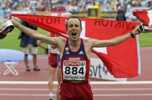 Der Schweizer Viktor Roethlin schreit sich nach dem Gewinn der Silbermedaille im Marathon die ganze Belastung von der Brust, an den Leichtathletik Europameisterschaften in Goeteborg, Schweden, am Sonntag, 13. August 2006.  (KEYSTONE/Arno Balzarini)