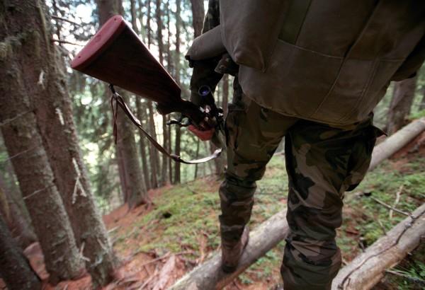 Jäger überraschen unseren Autor auf seiner Laufstrecke. (Bild: Keystone/Andree-Noelle Pot)