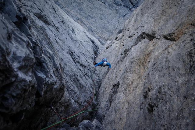 Jonas Schild in der «Pargätzi-Verschneidung, Scheidegg-Wetterhorn. Foto: Nicolas Hojac