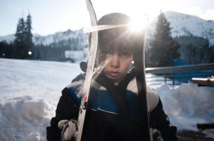 Bereit für die ersten Schritte abseits der Piste? Ein fünfjähriger Skifahrer hat noch viel vor sich. Foto: Jared Eberhardt (Flickr)