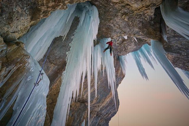 Eisklettern erfordert wesentlich mehr Können und Wissen als das Felsklettern. Foto: Nicolas Hojac