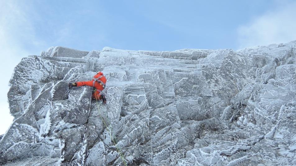 Raues Klima und keine Bohrhaken im Fels: Dani Arnold gelingt die erste Wiederholung der Route «Anubis» am Ben Nevis in Schottland. (Alle Fotos: Archiv Dani Arnold/Mammut)