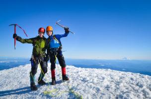 Auch wichtig: Die richtige Gipfelpose des Alpinisten will gelernt sein. (iStock)
