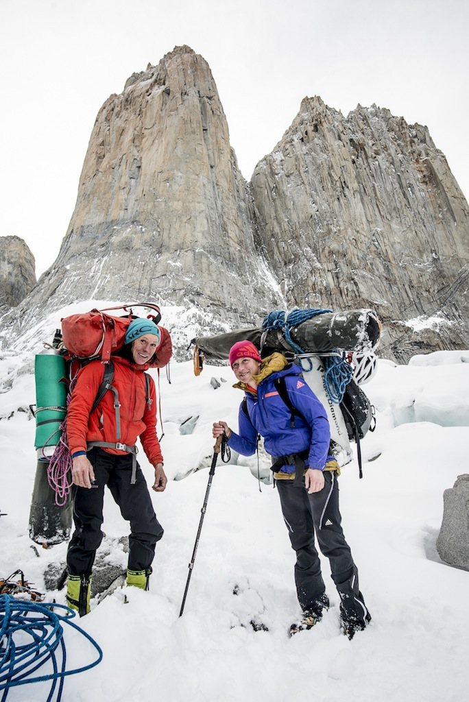 Ines Papert and Mayan Smith-Gobat (r.) beim Abstieg vom Torres del Paine. (Foto: Thomas Senf)