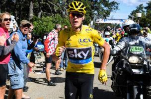 Zu Fuss im Radrennen: Leader Chris Froome schreibt unfreiwillig Tour-Geschichte. Foto: Stephane Mantey (AFP)