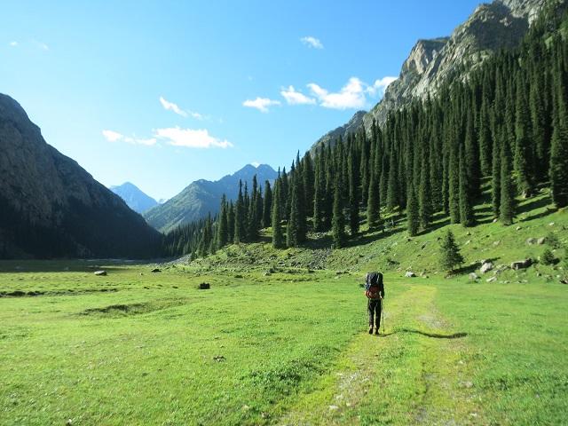 Anmarsch zum Basislager: Hier auf 2500 m. ü. M., etwa in der Mitte des Karakol-Tals.