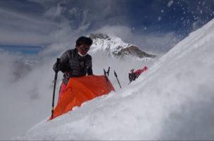 """«Nur wer grosse Opfer bringt, wird etwas erreichen»: Nobukazu Kuriki am Mount Everest. (Foto: Nobukazu Kuriki """"Sharing the Dream"""" / Facebook)"""