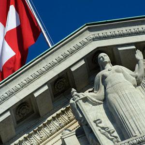 Wer hat welche Kompetenzen? Justitia vor dem Bundesgericht in Lausanne. (Bild: Keystone)