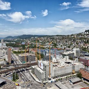 Und ewig nagt der Baggerzahn: Grossbaustelle in Zürich-West. Bild: Keystone