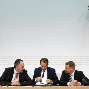 Selbsthilfegruppe im Geiste: Christoph Darbellay, Philipp Müller und Toni Brunner. (Keystone)
