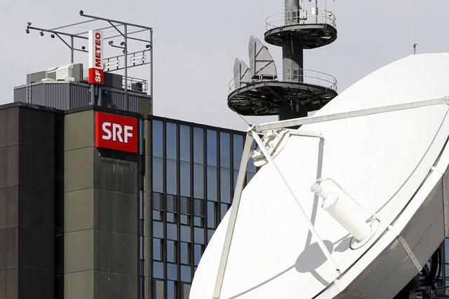 Das neue SRF Logo haengt am Fernsehstudio Leutschenbach, am Dienstag, 5. April 2011 in Zuerich. Das knapp 100 Tage junge Unternehmen SRF ist fit fuer die Medienzukunft. Die Zusammenfuehrung von SR DRS und SF ist geglueckt. Zu den Hoehepunkten 2011 gehoeren trimedial ausgerichtete Programmereignisse. (KEYSTONE/Alessandro Della Bella)