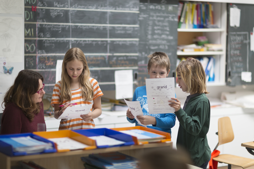 A French lesson of a middle school class at the day school Bungertwies in Zurich, Switzerland, on March 12, 2015. The school has two kindergartens (1st and 2nd kindergarten year) and six classes of mixed ages (1st to 3rd grade and 4th to 6th grade). The mixed age group system means that the children can study together and learn from each other. (KEYSTONE/Gaetan Bally)