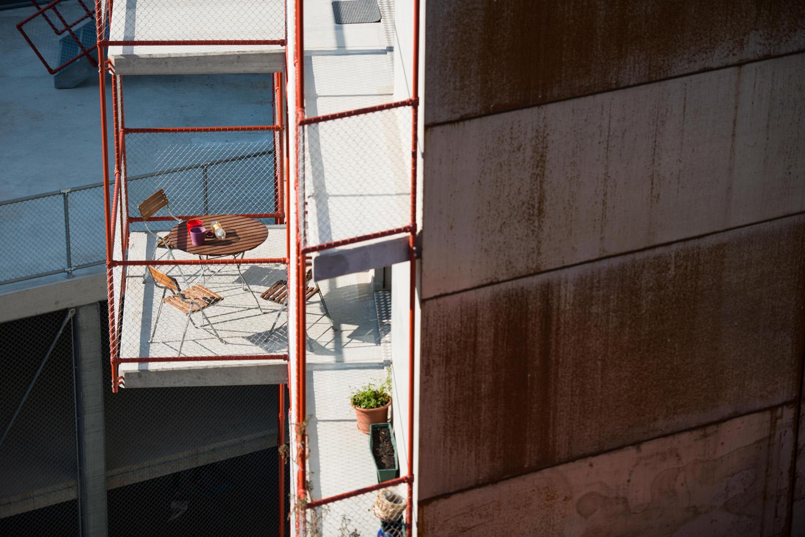 Platz an der Sonne: Balkon einer Genossenschaftswohnung in Wallisellen-Dübendorf. (Thomas Egli)