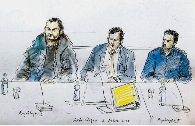 Osamah M. (links) und Wesam A. (rechts) wurden im März verurteilt. In der Mitte einer der Verteidiger. Zeichnung: Karin Widmer (Keystone)