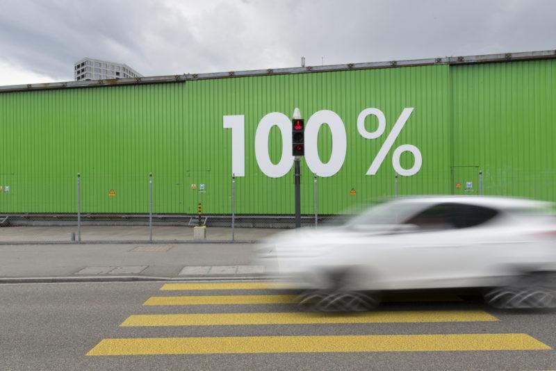 """ZUR EIDGENOESSISCHEN ABSTIMMUNG UEBER EINE NACHHALTIGE UND RESSOURCENEFFIZIENTE WIRTSCHAFT (GRUENE WIRTSCHAFT) VOM SONNTAG, 25. SEPTEMBER 2016, STELLEN WIR IHNEN FOLGENDES BILDMATERIAL ZUR VERFUEGUNG - A car passes by the green containers with the lettering """"100%"""" of the EWZ Herdern plant in Zurich, Switzerland, on June 15, 2016. (KEYSTONE/Gaetan Bally)....Ein Auto faehrt an den gruenen Containern mit dem Schriftzug """"100%"""" des EWZ Werkhofs Herdern vorbei, am 15. Juni 2016 in Zuerich West. (KEYSTONE/Gaetan Bally)...."""