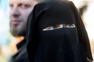 Gefährlicher Stoff: Viele betrachten die Gesichtsverhüllung als Sicherheitsrisiko. (Keystone/Gabriele Putzu)