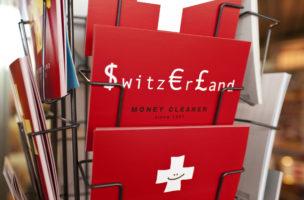 A postcard rack at a kiosk at the Art Basel, pictured on June 12, 2009 in Basel, Switzerland. (KEYSTONE/Gatean Bally)  Ein Drehgestell mit Postkarten an einem Kiosk an der Art Basel in Basel, aufgenommen am 12. Juni 2009. (KEYSTONE/Gatean Bally)