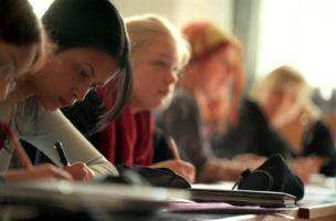 Motivation kann man nicht voraussetzen: Eine Verlägerung der Schulpflicht erhöht die Chancengleichheit. (Keystone/Gaetan Bally)