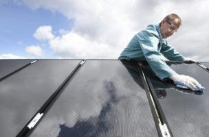 Unsteter aber effizienter Energielieferant: Sonnenenergie überfordert unsere derzeitigen Speichernetze. (Keystone)